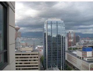 "Photo 3: 2408 788 RICHARDS Street in Vancouver: Downtown VW Condo for sale in ""L'HERMITAGE"" (Vancouver West)  : MLS®# V737305"