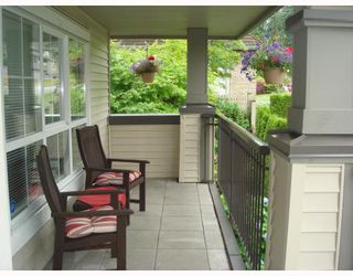 "Photo 2: 1111 ROSS Road in North_Vancouver: Lynn Valley Townhouse for sale in ""HIGHGATE"" (North Vancouver)  : MLS®# V775483"