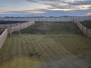 Photo 3: 3606 9 Street in Edmonton: Zone 30 House Half Duplex for sale : MLS®# E4178204
