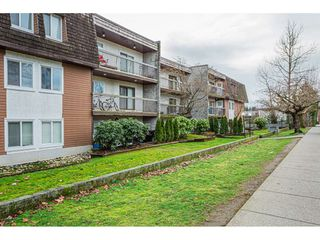 "Photo 2: 108 33850 FERN Street in Abbotsford: Central Abbotsford Condo for sale in ""Fernwood Manor"" : MLS®# R2430522"