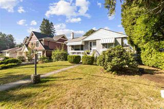 "Photo 2: 4949 FULWELL Street in Burnaby: Greentree Village House for sale in ""Greentree Village"" (Burnaby South)  : MLS®# R2496221"