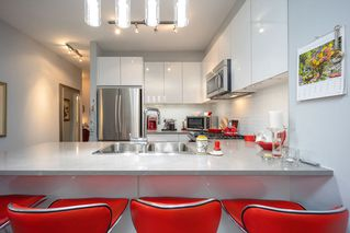 """Photo 5: 512 1152 WINDSOR Mews in Coquitlam: New Horizons Condo for sale in """"PARKER HOUSE"""" : MLS®# R2500221"""