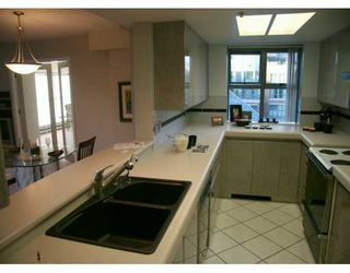 """Photo 6: 1188 QUEBEC Street in Vancouver: Mount Pleasant VE Condo for sale in """"CITY GATE I"""" (Vancouver East)  : MLS®# V626551"""