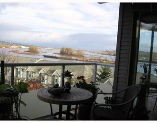 "Photo 1: 202 60 RICHMOND Street in New_Westminster: Fraserview NW Condo for sale in ""GATEHOUSE"" (New Westminster)  : MLS®# V743649"