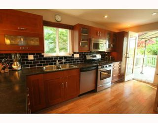 Photo 2: 2665 VIOLET Street in North_Vancouver: Blueridge NV House for sale (North Vancouver)  : MLS®# V768163