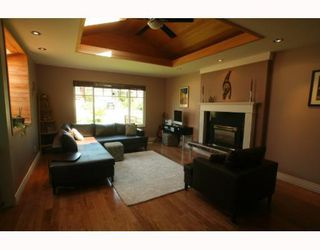 Photo 4: 2665 VIOLET Street in North_Vancouver: Blueridge NV House for sale (North Vancouver)  : MLS®# V768163
