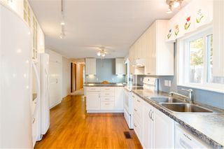 """Photo 1: 743 CASCADE Crescent in Gibsons: Gibsons & Area Manufactured Home for sale in """"Creekside"""" (Sunshine Coast)  : MLS®# R2409801"""