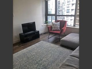 """Photo 3: 1204 977 MAINLAND Street in Vancouver: Yaletown Condo for sale in """"YALETOWN PARK 3"""" (Vancouver West)  : MLS®# R2432515"""