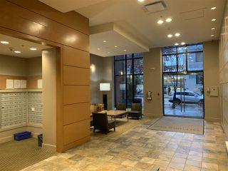 """Photo 7: 1204 977 MAINLAND Street in Vancouver: Yaletown Condo for sale in """"YALETOWN PARK 3"""" (Vancouver West)  : MLS®# R2432515"""