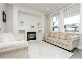 Photo 4: 4400 STEPHEN LEACOCK Drive in Abbotsford: Abbotsford East House for sale : MLS®# R2445104