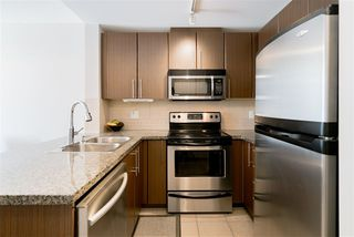 """Photo 5: 1510 892 CARNARVON Street in New Westminster: Downtown NW Condo for sale in """"Azurell"""" : MLS®# R2446533"""