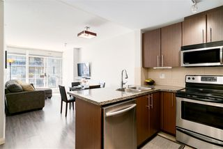 """Photo 1: 1510 892 CARNARVON Street in New Westminster: Downtown NW Condo for sale in """"Azurell"""" : MLS®# R2446533"""