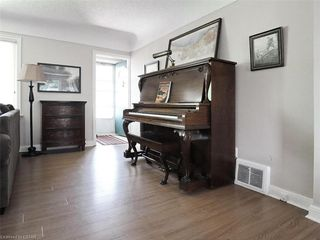 Photo 3: 335 BALDERSTONE Avenue in London: South G Residential for sale (South)  : MLS®# 272918