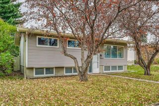 Photo 1: 3847 Varsity Drive in Calgary: Varsity Detached for sale : MLS®# A1043374