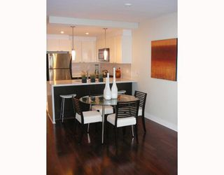 """Photo 2: 703 160 W 3RD Street in North_Vancouver: Lower Lonsdale Condo for sale in """"""""ENVY"""""""" (North Vancouver)  : MLS®# V787019"""