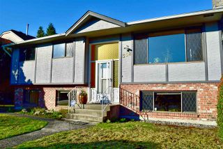 Photo 1: 358 E 17TH Street in North Vancouver: Central Lonsdale House for sale : MLS®# R2436339