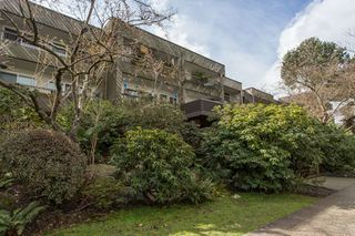 Photo 1: 204 550 E 6TH Avenue in Vancouver: Mount Pleasant VE Condo for sale (Vancouver East)  : MLS®# R2447080