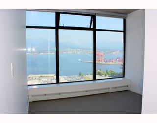 """Photo 3: 2902 128 W CORDOVA Street in Vancouver: Downtown VW Condo for sale in """"WOODWARDS W 43"""" (Vancouver West)  : MLS®# V784693"""