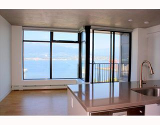 """Photo 2: 2902 128 W CORDOVA Street in Vancouver: Downtown VW Condo for sale in """"WOODWARDS W 43"""" (Vancouver West)  : MLS®# V784693"""