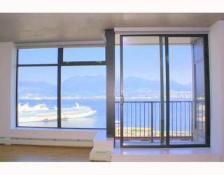 """Photo 7: 2902 128 W CORDOVA Street in Vancouver: Downtown VW Condo for sale in """"WOODWARDS W 43"""" (Vancouver West)  : MLS®# V784693"""
