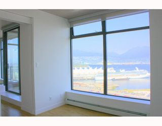 """Photo 5: 2902 128 W CORDOVA Street in Vancouver: Downtown VW Condo for sale in """"WOODWARDS W 43"""" (Vancouver West)  : MLS®# V784693"""