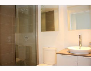"""Photo 4: 2902 128 W CORDOVA Street in Vancouver: Downtown VW Condo for sale in """"WOODWARDS W 43"""" (Vancouver West)  : MLS®# V784693"""
