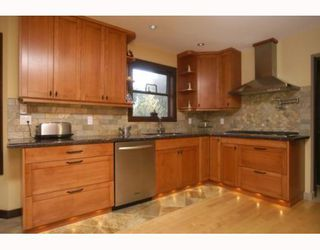 "Photo 3: 40196 KINTYRE Drive in Squamish: Garibaldi Highlands House for sale in ""GARIBALDI HIGHLANDS"" : MLS®# V767811"