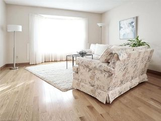 Photo 5: 9 MOCKINGBIRD Crescent in London: South N Residential for sale (South)  : MLS®# 210000