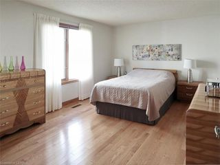 Photo 16: 9 MOCKINGBIRD Crescent in London: South N Residential for sale (South)  : MLS®# 210000