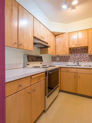 "Photo 9: 303 2409 W 43RD Avenue in Vancouver: Kerrisdale Condo for sale in ""Balsam Court"" (Vancouver West)  : MLS®# R2480471"