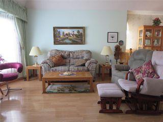 Photo 2: 111 Oakhurst Crescent in Winnipeg: Seven Oaks Crossings Residential for sale (4H)  : MLS®# 202027981