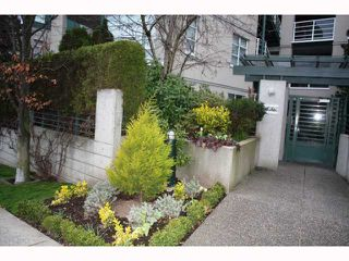 "Photo 1: 301 2525 W 4TH Avenue in Vancouver: Kitsilano Condo for sale in ""SEAGATE"" (Vancouver West)  : MLS®# V814564"