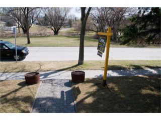 Photo 3: 300 Albany Street in WINNIPEG: St James Residential for sale (West Winnipeg)  : MLS®# 1006815