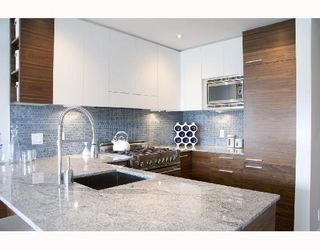 """Photo 2: 202 4375 W 10TH Avenue in Vancouver: Point Grey Condo for sale in """"VARSITY"""" (Vancouver West)  : MLS®# V748218"""