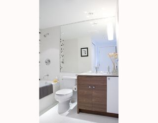"""Photo 9: 202 4375 W 10TH Avenue in Vancouver: Point Grey Condo for sale in """"VARSITY"""" (Vancouver West)  : MLS®# V748218"""