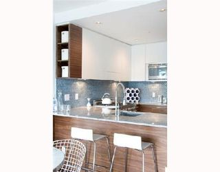 """Photo 4: 202 4375 W 10TH Avenue in Vancouver: Point Grey Condo for sale in """"VARSITY"""" (Vancouver West)  : MLS®# V748218"""