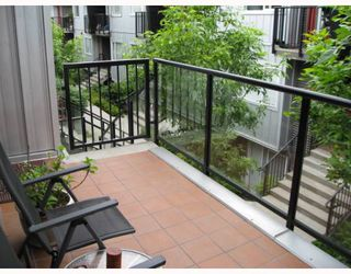 "Photo 2: 208 670 W 6TH Avenue in Vancouver: Fairview VW Townhouse for sale in ""BOHEMIA"" (Vancouver West)  : MLS®# V771107"