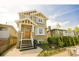 Photo 1: 1528 E PENDER Street in Vancouver: Hastings House 1/2 Duplex for sale (Vancouver East)  : MLS®# V773949