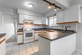 Photo 2: 2418 E 54TH Avenue in Vancouver: Fraserview VE House for sale (Vancouver East)  : MLS®# R2396451