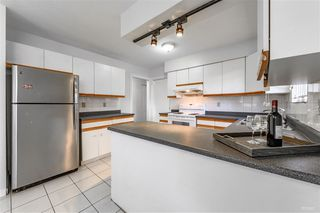 Photo 3: 2418 E 54TH Avenue in Vancouver: Fraserview VE House for sale (Vancouver East)  : MLS®# R2396451