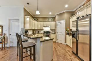 Photo 8: 18568 66A AVENUE in Cloverdale: Home for sale : MLS®# R2034217