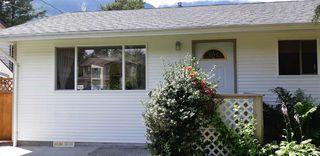 Photo 1: 41551 BRENNAN Road in Squamish: Brackendale 1/2 Duplex for sale : MLS®# R2520579