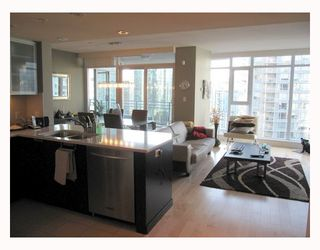 "Photo 3: 1901 1205 HASTINGS Street in Vancouver: Coal Harbour Condo for sale in ""THE CIELO"" (Vancouver West)  : MLS®# V790471"