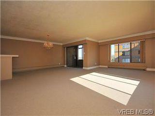 Photo 2: 206 2920 Cook St in VICTORIA: Vi Mayfair Condo for sale (Victoria)  : MLS®# 560489