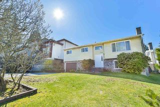 Photo 2: 7829 SUNCREST DRIVE in Surrey: East Newton House for sale : MLS®# R2382452