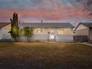 Photo 1: 230 Carson Bay in Winnipeg: Crestview Residential for sale (5H)  : MLS®# 202007601
