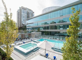 "Main Photo: 1001 125 E 14TH Street in North Vancouver: Central Lonsdale Condo for sale in ""CENTERVIEW"" : MLS®# R2501022"