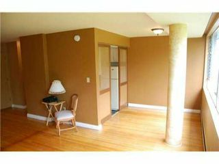 "Photo 2: 215 2290 MARINE Drive in West Vancouver: Dundarave Condo for sale in ""SEAVIEW GARDENS"" : MLS®# V860353"