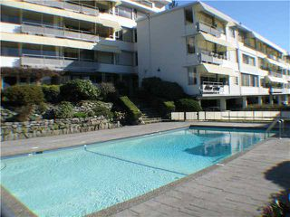 "Photo 1: 215 2290 MARINE Drive in West Vancouver: Dundarave Condo for sale in ""SEAVIEW GARDENS"" : MLS®# V860353"