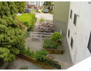 "Photo 10: 301 327 9TH Street in New Westminster: Uptown NW Condo for sale in ""KENNEDY MANOR"" : MLS®# V831845"